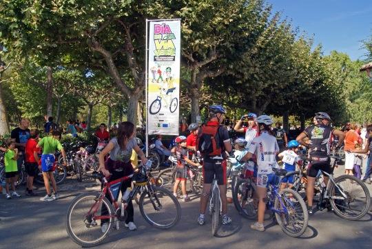 Llegada de los cicloturistas al parque de Murieta donde tuvo lugar el almuerzo.